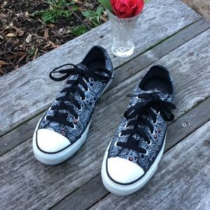 🌺 CONVERSE Skeleton Design Tennies Wmn. 7/Men 5!!